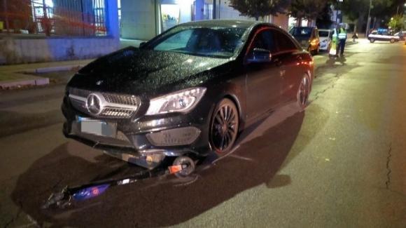Lecce, scontro tra auto e monopattino: una ragazzina in coma