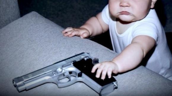 USA, figlioletto spara per errore alla madre mentre si trova in videochiamata