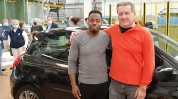 Ibrahim perde l'auto nell'incidente aereo di San Donato: i colleghi e il titolare gliela ricomprano