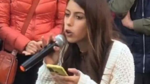 Bologna, la studentessa No Green Pass è tornata in aula di nuovo: colleghi chiamano la Polizia