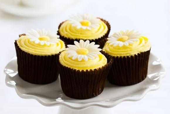 Cupcakes al cioccolato con cuore di Nutella e crema al limoncello