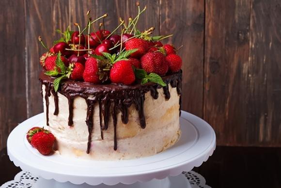 San Valentino: dolce con fragole e cioccolato