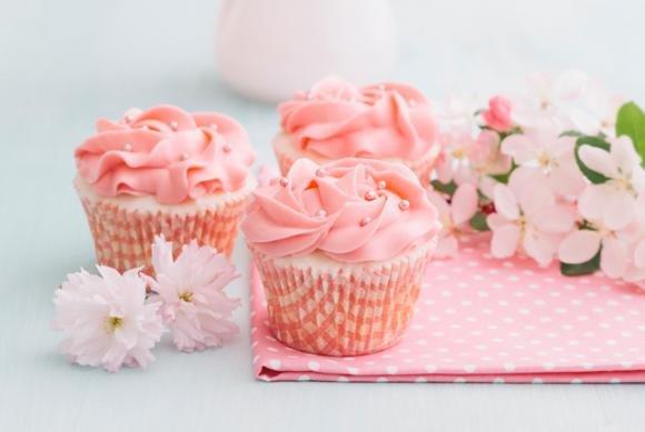 Cupcakes primavera: limoncello e cocco con crema all'alchermes
