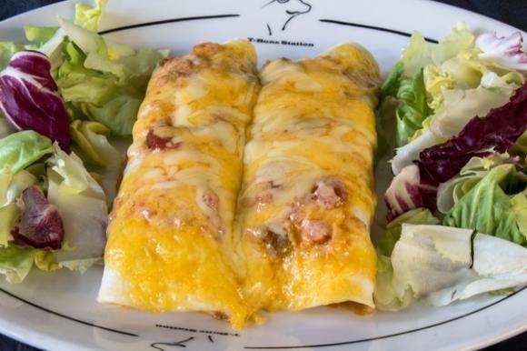 Ricetta per le enchiladas piccanti con salsiccia