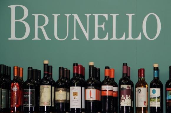 Brunello, oltre 30 mila bottiglie di vino taroccato
