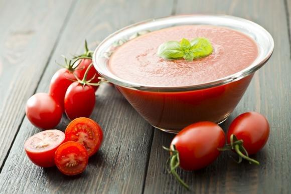 La passata di pomodoro cotta con soffritto di aglio e cipolla fa bene