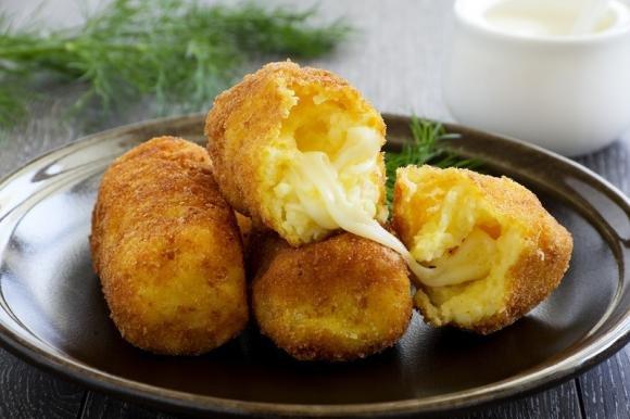 Crocchette di patate ripiene di mozzarella e prosciutto