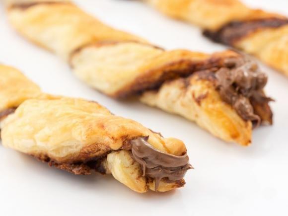 Bastoncini di pasta sfoglia con Nutella