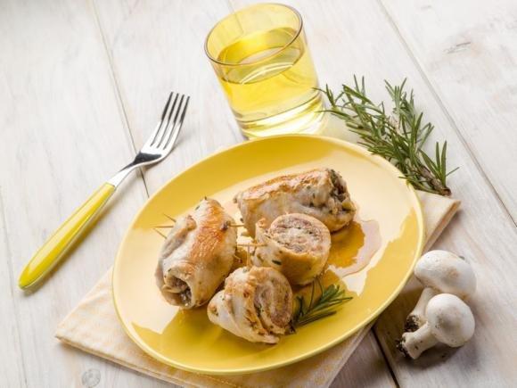 Involtini di pollo con funghi e scamorza