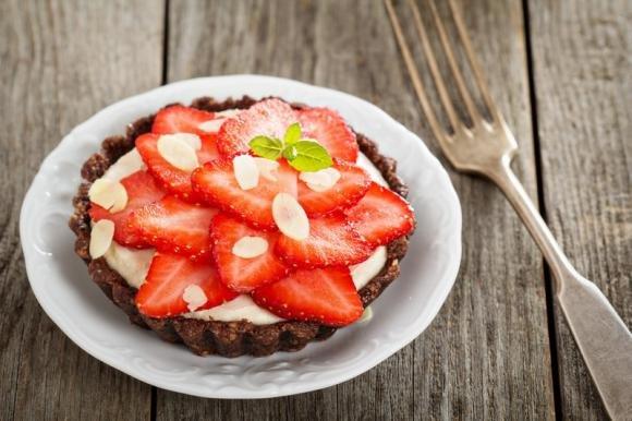 Crostata al cioccolato con crema al mascarpone e fragole