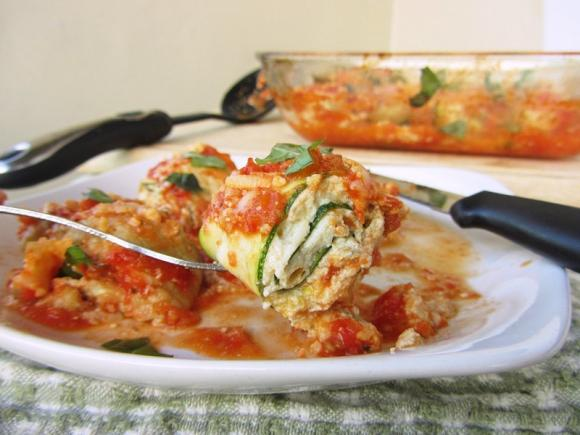 Involtini di zucchine con pomodoro e mozzarella