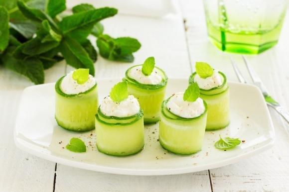 Involtini di cetrioli con verdurine