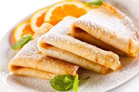 Crepes dolci all'arancia con crema all'arancia