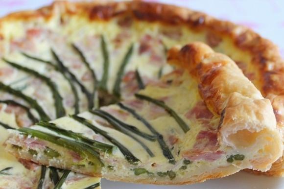 Torta salata con asparagi e prosciutto cotto