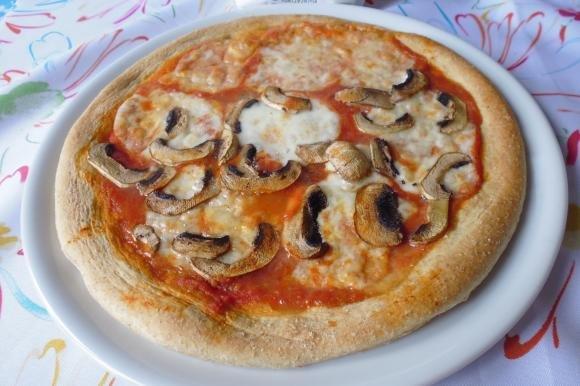 Pizza integrale con funghi