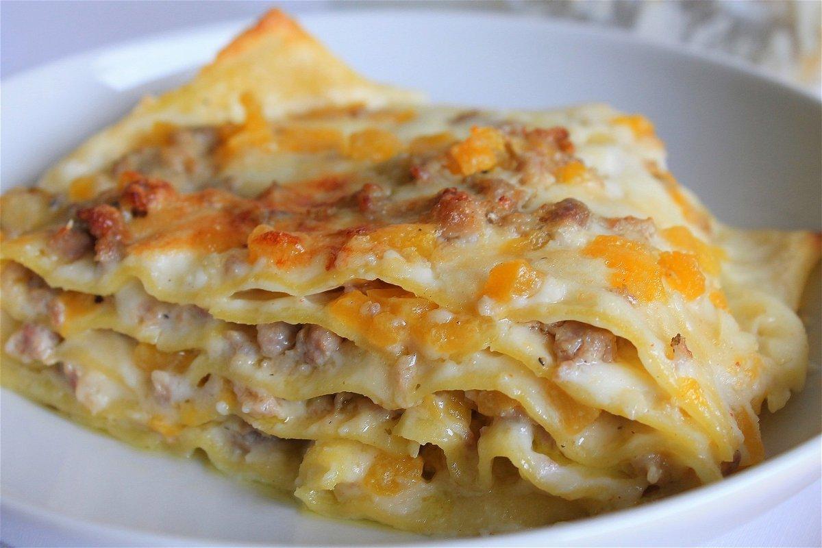 Ricetta Lasagne Di Zucca.Lasagne Con Besciamella Zucca E Salsiccia Fidelity Cucina