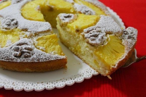 Torta con ananas e noci