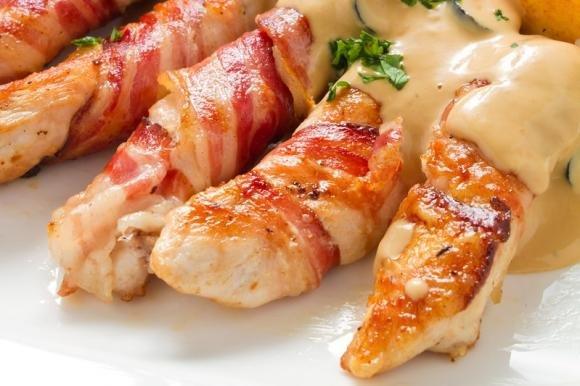 Bastoncini di pollo con bacon