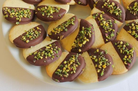 Frollini al burro con cioccolato fondente e pistacchi