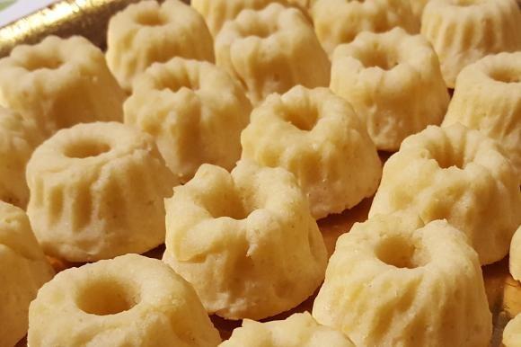 Biscotti di frolla montata con mandorle e limone