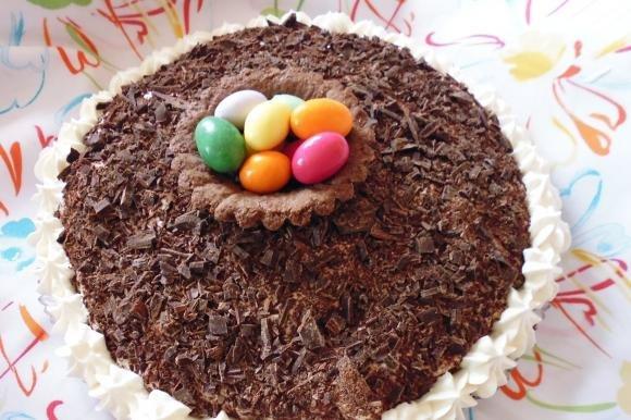 Torta biscotto con crema chantilly al torrone e cioccolato