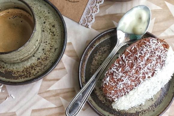 Madeleine al cocco con cioccolato bianco