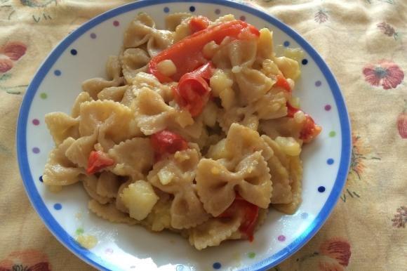 Pasta con peperoni e patate