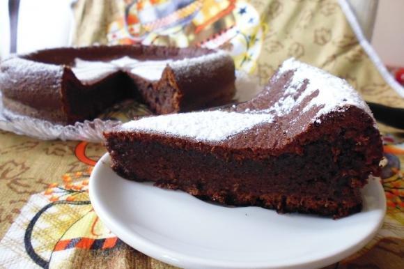 Torta spumosa al cioccolato al latte