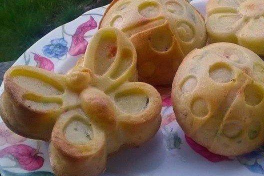Muffin con piselli, carote e prosciutto