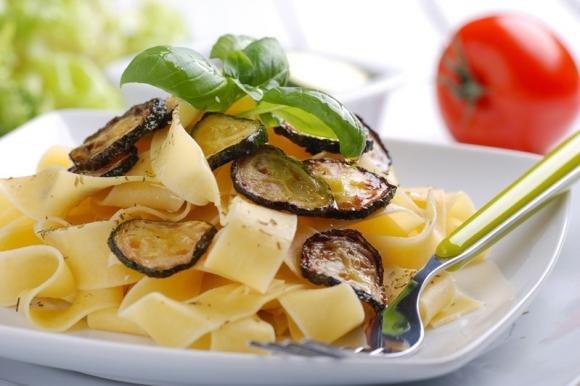 Pasta con zucchine fritte