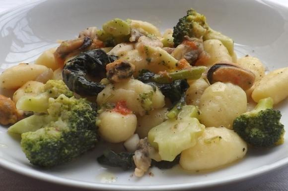Gnocchi broccoli e frutti di mare