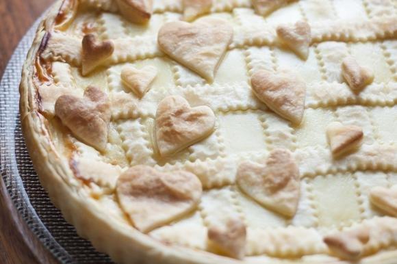 Crostata di pasta sfoglia con nutella e crema pasticcera