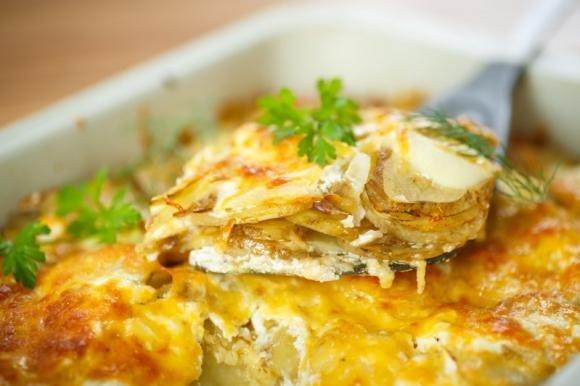 Lasagne di patate con besciamella e formaggi