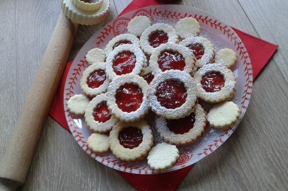 Biscotti sablé con marmellata di fragole
