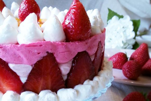 Cheesecake yogurt, panna e fragole