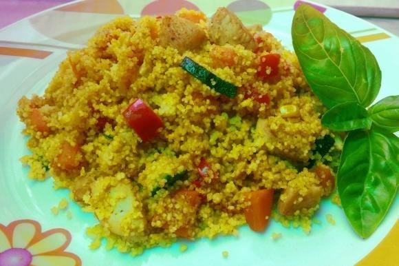 Couscous con pollo e verdure allo zafferano