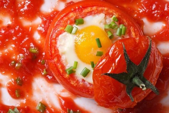Pomodori ripieni di uova e scamorza