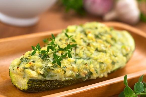 Zucchine ripiene di porro e formaggio
