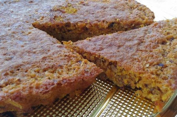 Torta camilla con nocciole, carote e farina integrale