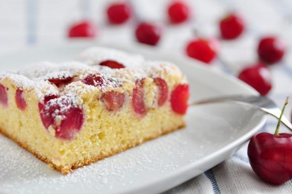 Torta soffice ricotta e ciliegie