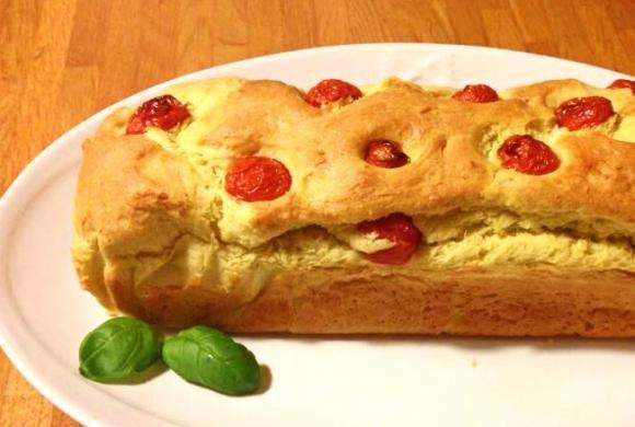 Plumcake salato al parmigiano e pomodorini