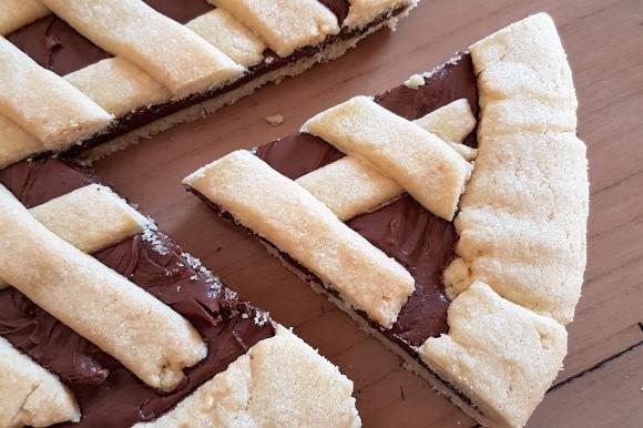 Crostata alla nutella con pasta frolla alla nocciola