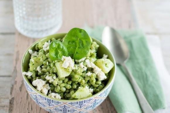 Orzo al pesto di spinaci e tofu