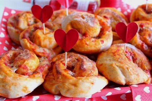 Girelle di pizza con pomodoro e mozzarella