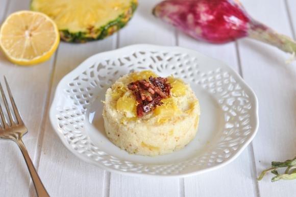 Couscous con ananas, pancetta croccante e scorza di limone