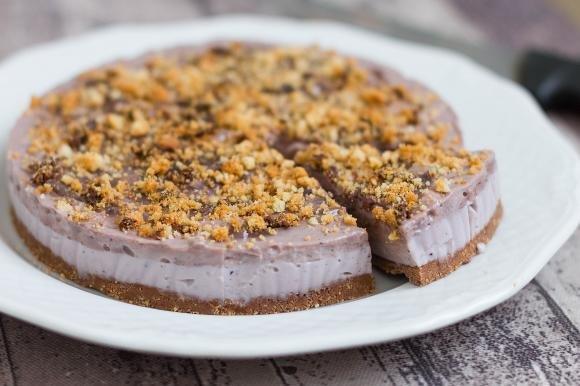 Cheesecake di tofu senza cottura al cioccolato e nocciole