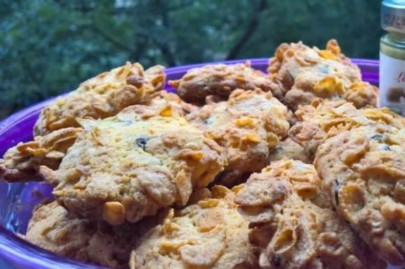 Biscotti ricoperti di cereali con cuore morbido al pistacchio