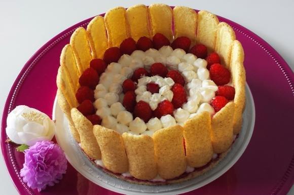 Torta fredda ricotta, yogurt, lamponi e pavesini