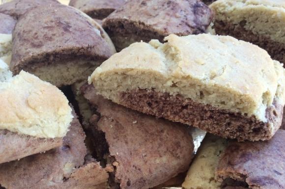 Biscotti bicolore con farina di farro, zucchero di canna e cacao