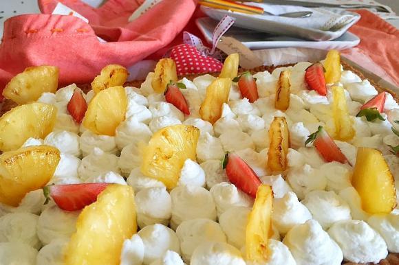 Crostata all'ananas con mousse bianca e gelatina di ananas